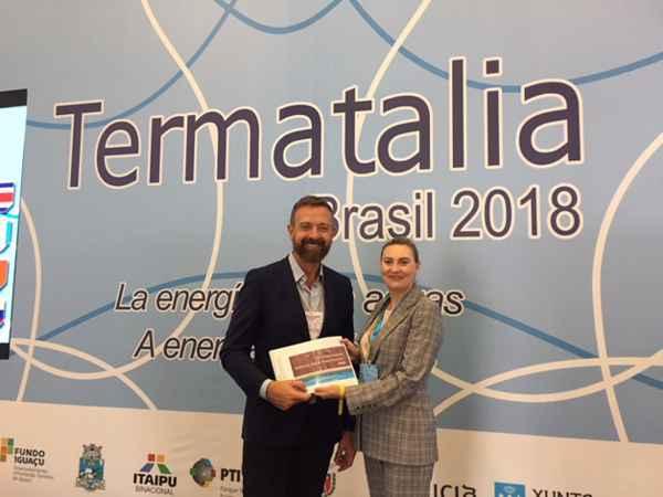 Entrega del informe final a la directora de Relaciones Internacionales de Termatalia