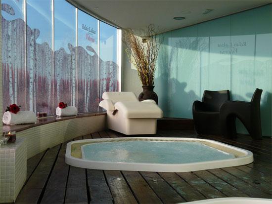 El único cinco estrellas de Vitoria ofrece atractivos paquetes de alojamiento y relax para los fines de semana y puentes