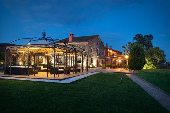 La Guía Gourmand de Restaurantes y Hoteles de Cataluña y Andorra 2016 cumple 25 años y anuncia sus premios anuales. Sallés Hotel Mas Tapiolas ha sido nombrado `Hotel del año 2016´.