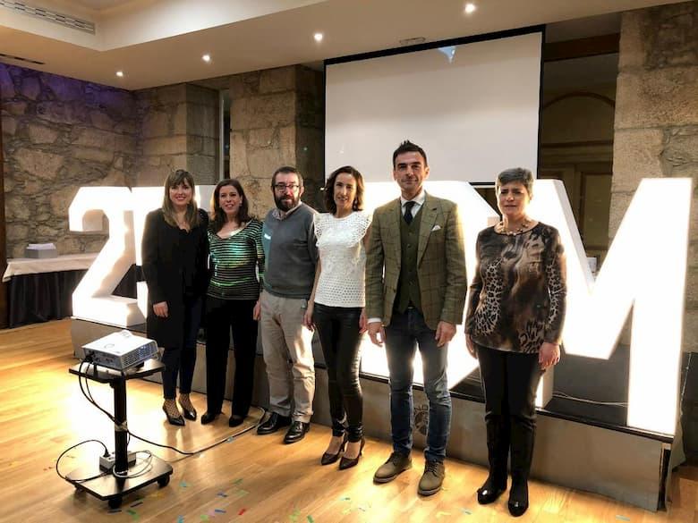 Kiko Rial, director general del Balneario de Mondariz, con Sonia, Vanesa, Cirpiano, Ángeles y Belén