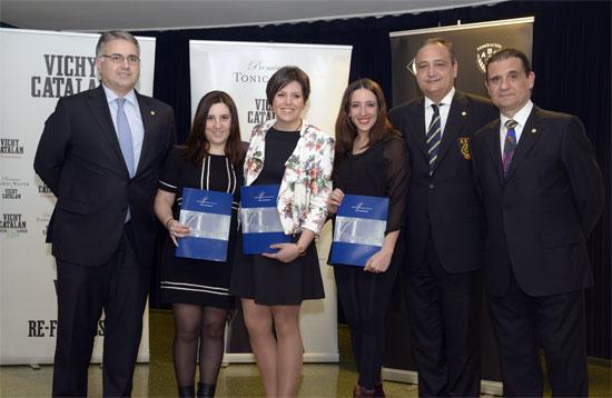 Las tres primeres clasificadas tres recibir el premio