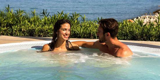Haz acopio de vitamina D en uno de los Beach Club más glamurosos de Marbella: Amàre Beach