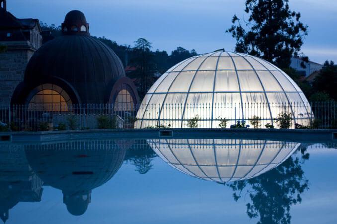 Estanque y cúpula del Palacio del Agua