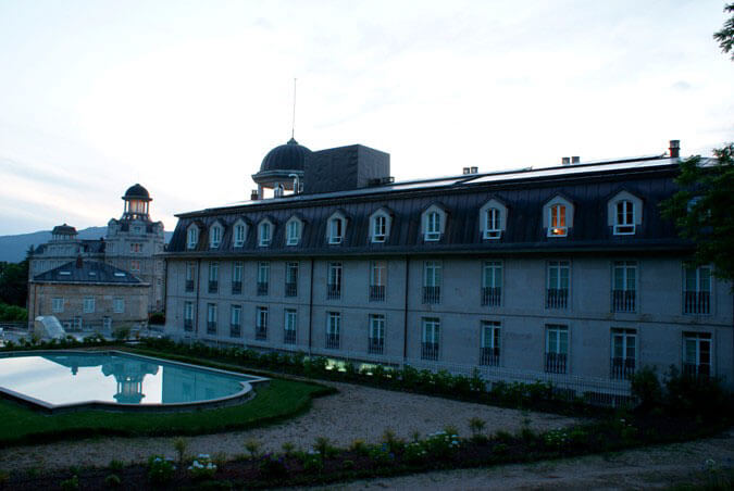 Edificio Gándara y estanque