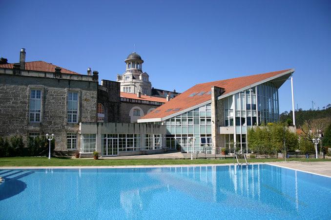 Edificio Baranda y piscina