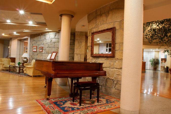 Piano Bar - Piano Steinway del siglo XIX que ameniza las veladas del Fin de Semana