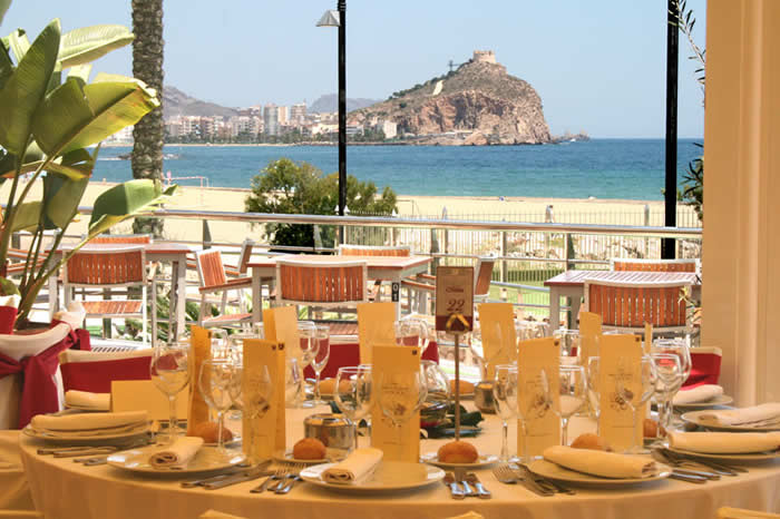 Vista a la terraza desde Restaurante