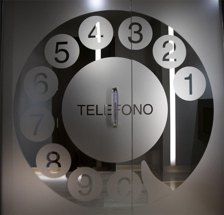 Teléfono en la recepción