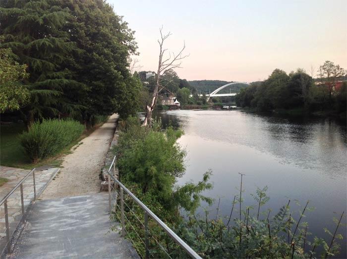 Paseo entre el rio y el Balneario