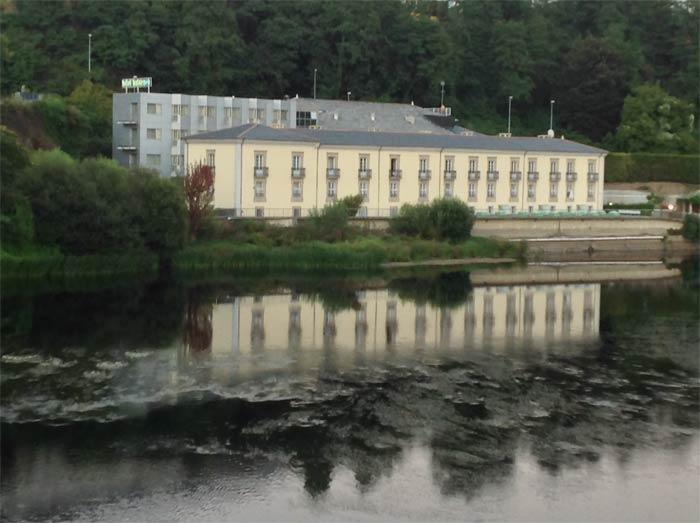 Vista del balneario desde el puente romano