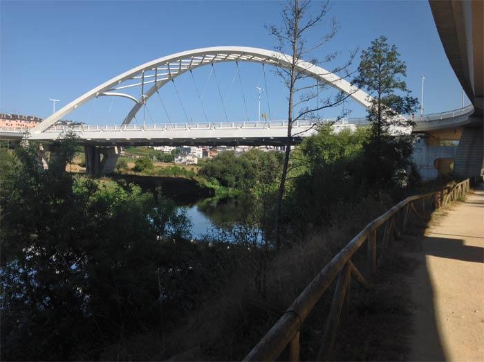 Vista del nuevo puente sobre el rio Miño
