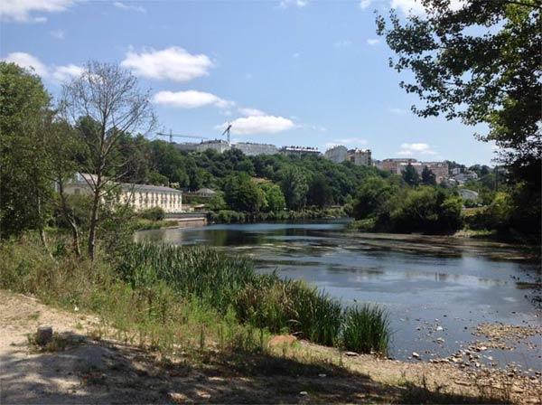 Paisaje de las orillas del rio Miño