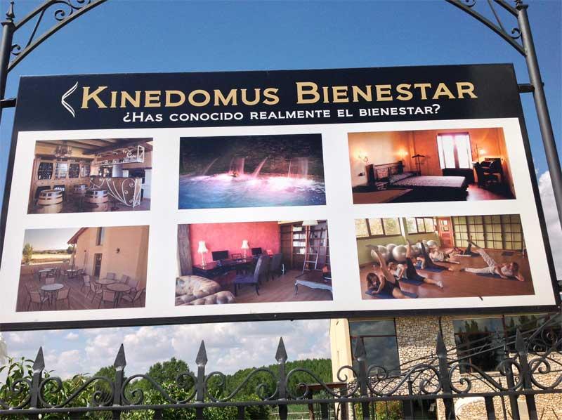 Entrada Hotel Kinedomus Bienestar