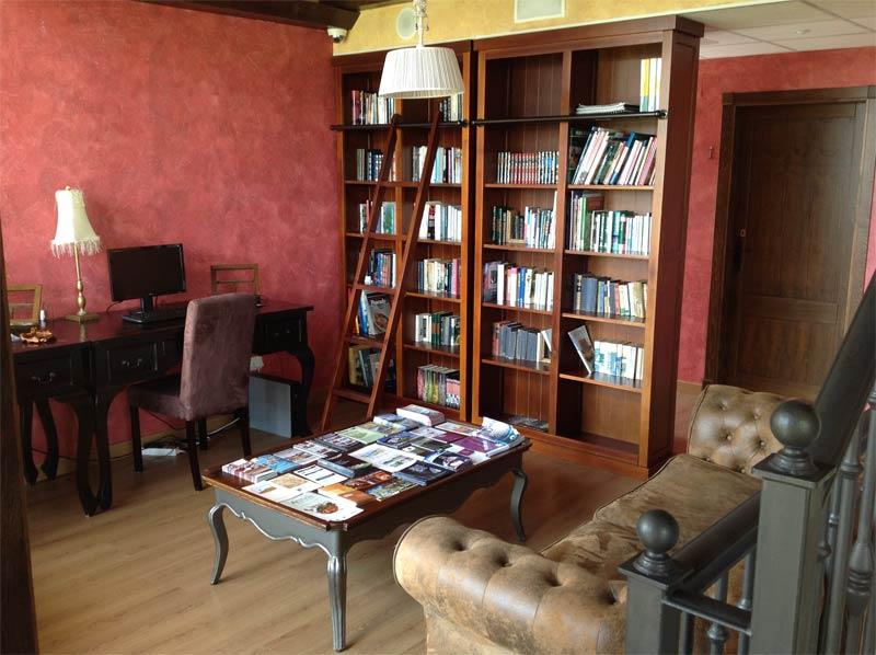 Sala de lectura Hotel Kinedomus Bienestar