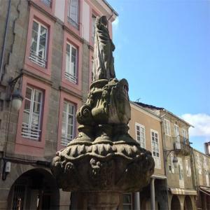 Fuente de San Vicente en la Plaza del campo  Balneario de Lugo